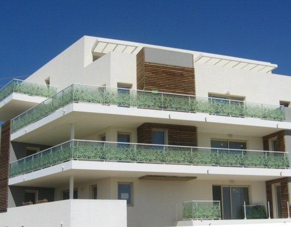 Glass balustrades for balconies macocco glass solutions for Barriere inox exterieur