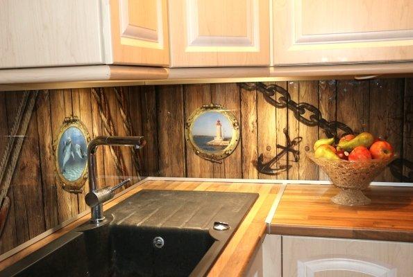 cette crdence de cuisine est en verre tremp sristal image revtu duun dcor personnalis ralis avec. Black Bedroom Furniture Sets. Home Design Ideas