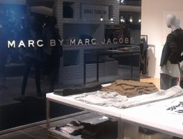 Low-iron painted glass partitions for Marc Jacobs