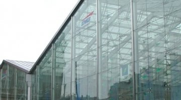 Point-fixed glass facade a railway station