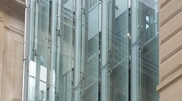 Solar control double-skin bolted glass façades