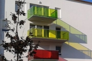 Vanceva Color laminated glass balustrades for balconies